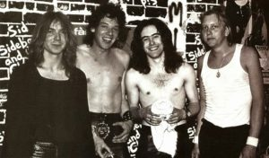 IRON MAIDEN (1978) – De izq a der: Dave Murray, Paul Di'Anno, Steve Harris y Doug Sampson.